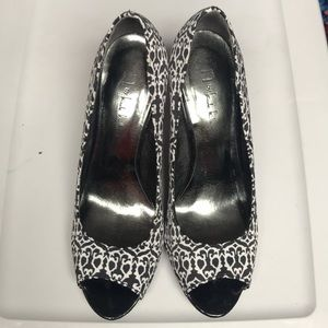 N by Nicole Miller black and white heels, size 11